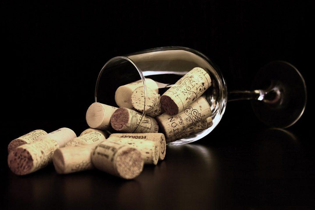 Wine o' clock wine glass with corks