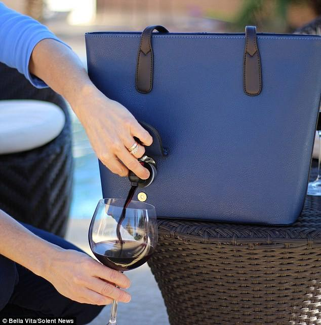 Wine purse- How not to open a bottle at wine o'clock