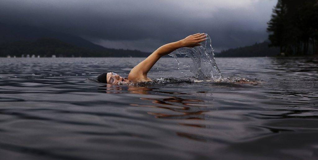 Man swimming Living alcohol-free