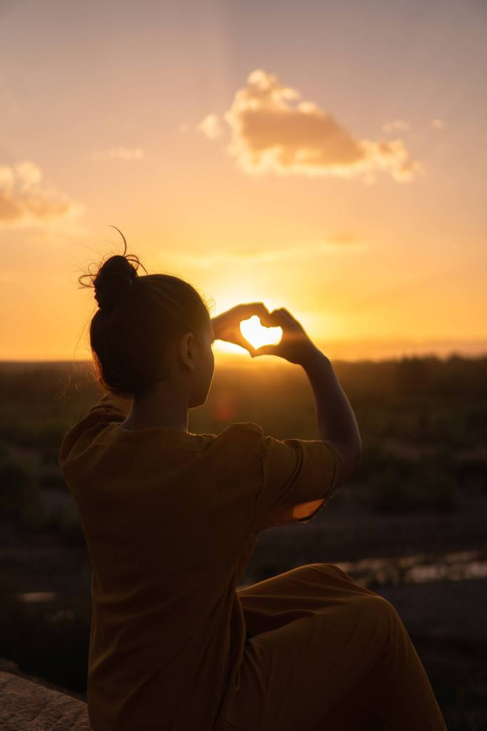 Woman sending love to community that helped her get one year sober